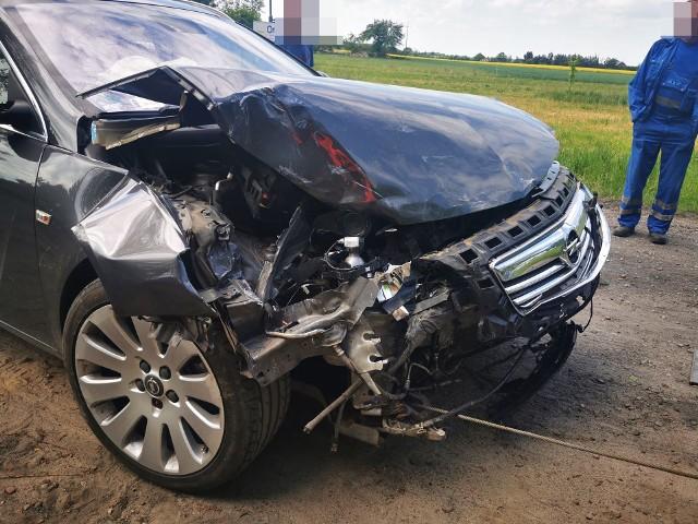 Wypadek koło Dygowa. Opel zderzył się z busem