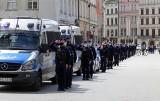 Kraków. Małopolscy policjanci oddali hołd zastrzelonemu koledze z Raciborza [ZDJĘCIA]