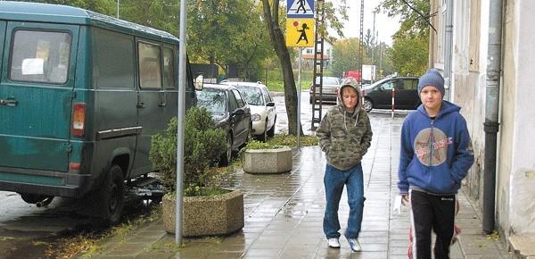 – Być może Chełmońskiego zmieni nieco swój charakter. Na nową nawierzchnię jednak na razie nie ma co liczyć – nie pozostawia złudzeń dyrektor ZDM.