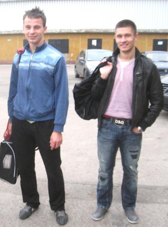 Paweł Fydrych (z lewej) i Kamil Radulj z Karpat Krosno są w kręgu zainteresowań trenera drugoligowych piłkarzy Stali Stalowa Wola, Sławomira Adamusa.