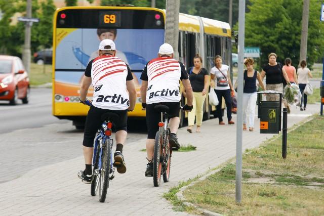 Rowerzyści mogą korzystać z chodnika tylko po spełnieniu ściśle określonych warunków. Za złamanie prawa grozi mandat, co prawda nieduży - 50 złotych