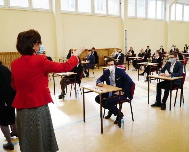 W piątek, 10 września 2021, maturzyści, którzy przystąpili do matury poprawkowej w sierpniu, poznali jej wyniki.