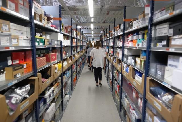 Amazon ma już w Polsce dziewięć centrów dystrybucyjnych, w tym roku powstanie dziesiąte. To jeden z największych sklepów internetowych na świecie.