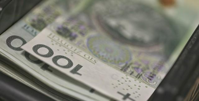 Łotysz od 1 lipca 2011 roku do 31 marca 2012 roku wyłudził ponad 95 mln zł tytułem zwrotu podatku VAT.