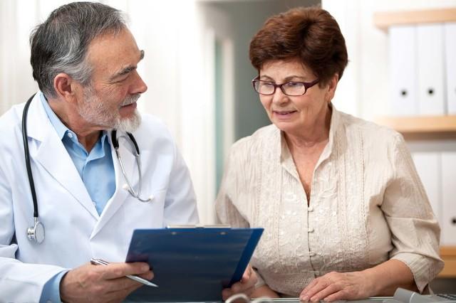 Lekarz internista jest specjalistą od chorób wewnętrznych.