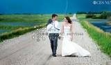 Ślubna fotografia na tle... tornada [zdjęcie]