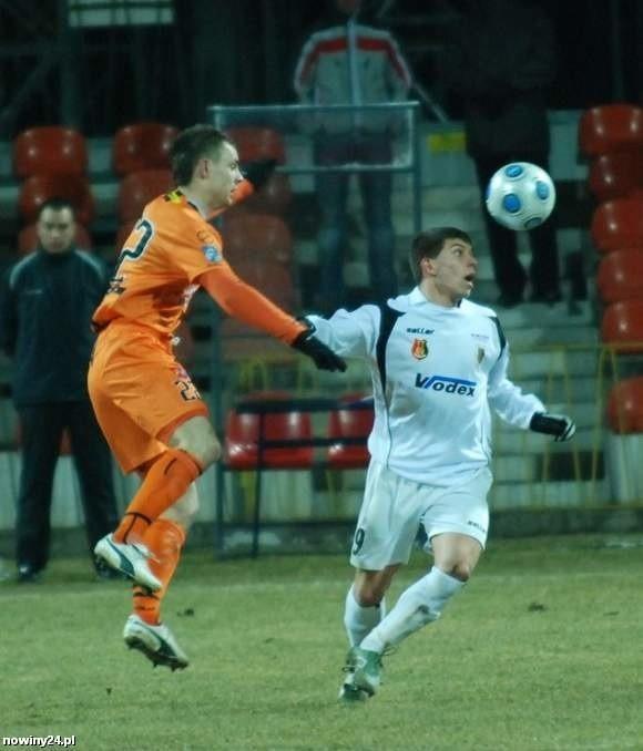 """Przed tygodniem gracze """"Stalówki"""" przegrali w Ostrowcu. Na pojedynek o kolejne ligowe punkty przyjdzie im jeszcze poczekać."""