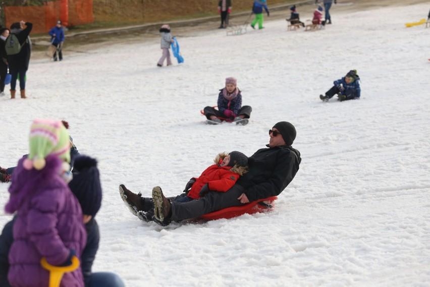 Pomimo zakazów, Stok - Sport Dolina w Bytomiu cały czas jest...