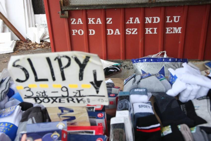Handel na bazarze przy ul. Jurowieckiej kwitł do września...