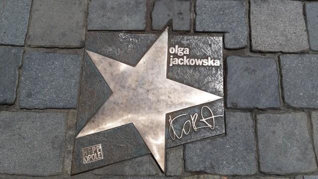 W Warszawie można obejrzeć wystawę nigdy wcześniej nie publikowanych zdjęć portretowych Kory.Na zdjęciu gwiazda artystki w opolskiej Alei Gwiazd.