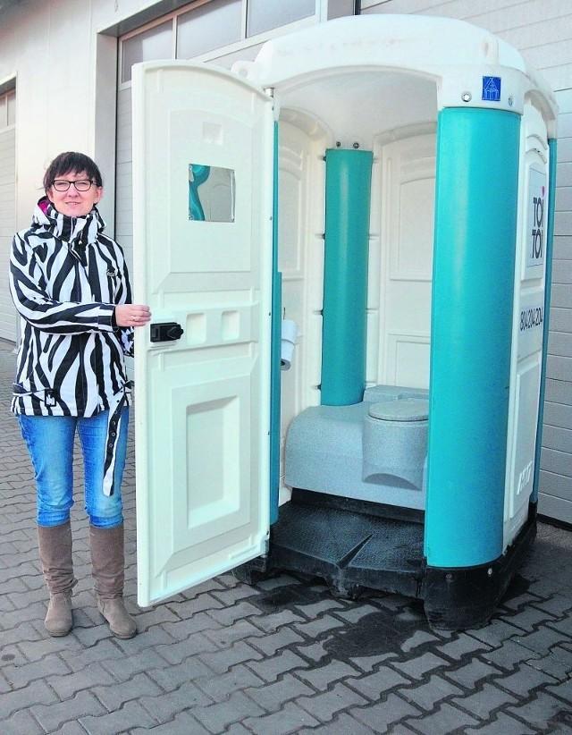 Tak wygląda przenośna toaleta, którą na czas remontu prywatna firma użyczy lokatorom.