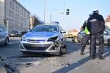 Grabiszyńska: Wjechał pod radiowóz. Chciał przechytrzyć policjantów. Co poszło nie tak?