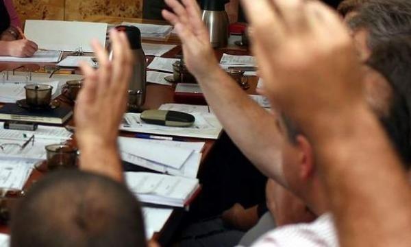 W poniedziałek na pierwszej sesji zebrali się radni powiatu koszalińskiego. Tu, jak już podawaliśmy, wygrało  PSL - ma 11 mandatów na 19 miejsc w radzie, 7 ma PO. Stąd to ludowcy dyktują warunki w tej kadencji w powiecie.
