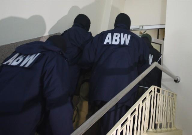 Funkcjonariusze Agencji Bezpieczeństwa Wewnętrznego zatrzymali obywatela RP Piotra Ś. Prokurator przedstawił zatrzymanemu zarzuty m.in. usiłowania działania na rzecz obcego wywiadu.