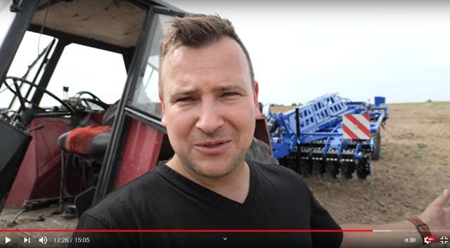 Rolnicy pokazują na YT swoją codzienną pracę, dzielą się doświadczeniami.