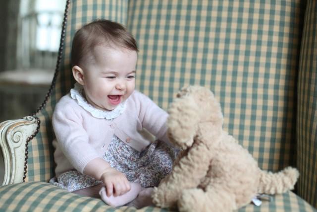 Księżniczka Charlotte. Autorką zdjęcia jest jej mama, księżna Cambridge