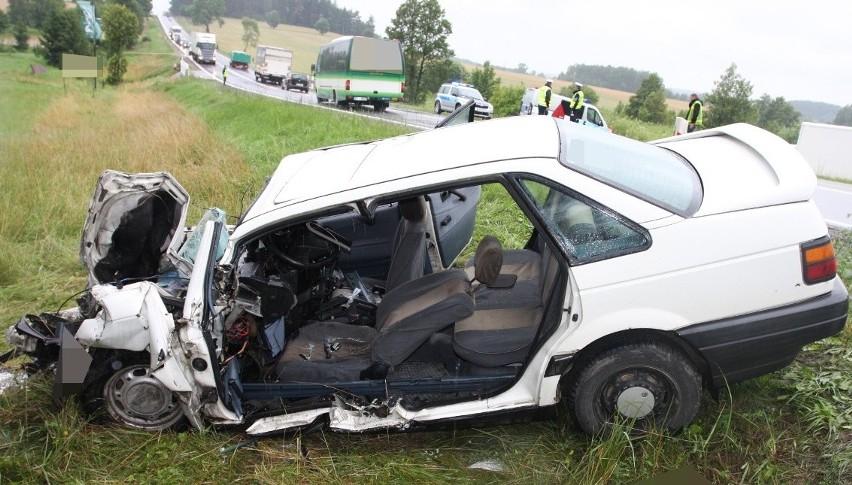 W tragicznym wypadku na DK 19 zginął kierowca osobówki