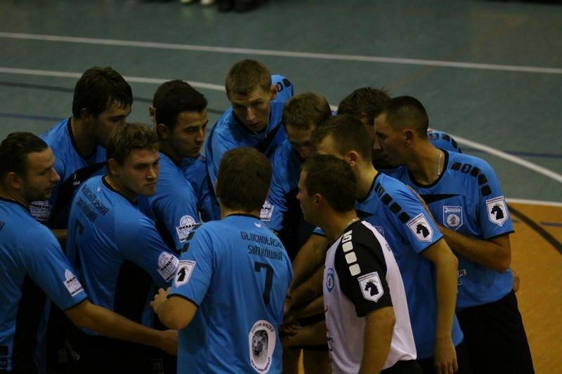Siatkarze Juvenii Głuchołazy jeszcze w tym sezonie nie wygrali we włąsnej hali. Czy dokonają tego w meczu derbowym?