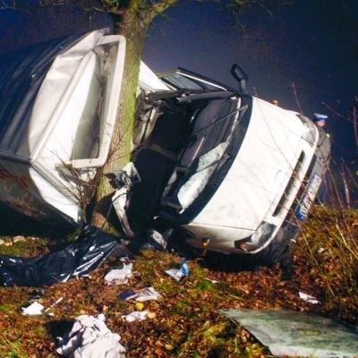 Siła uderzenia była tak wielka, że pasażer dostawczego forda nie miał żadnych szans na przeżycie
