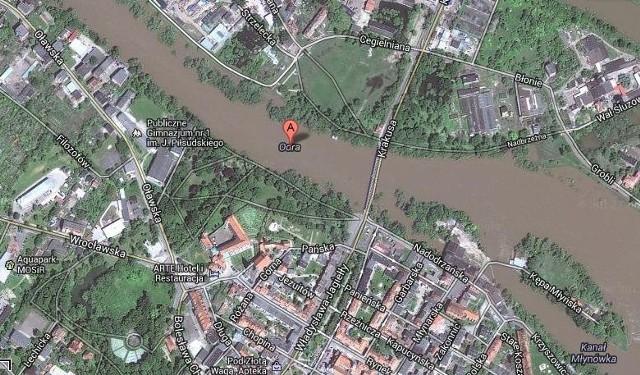 Wysoki poziom Odry w Brzegu.