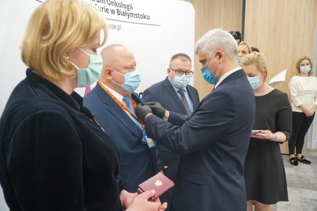 Uroczystość wręczenia Złotych Krzyży Zasługi w Białostockim Centrum Onkologii (24.02.2021 r.)