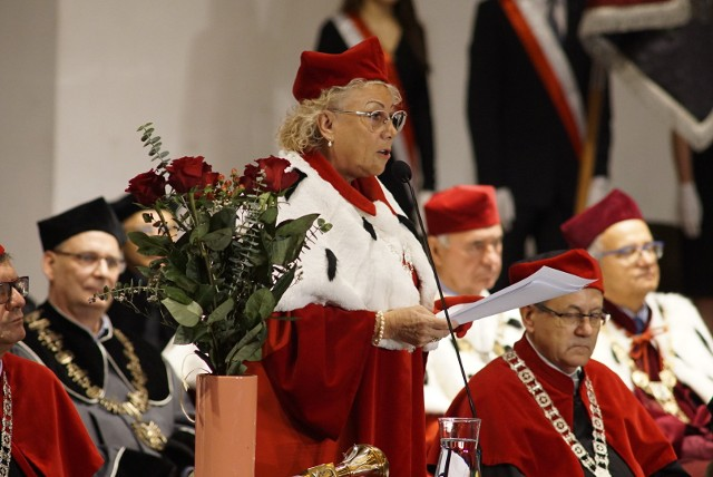 Rektor profesor Halina Lorkowska mówiła m.in. o tym w jakiej kondycji jest działająca sto lat uczelnia