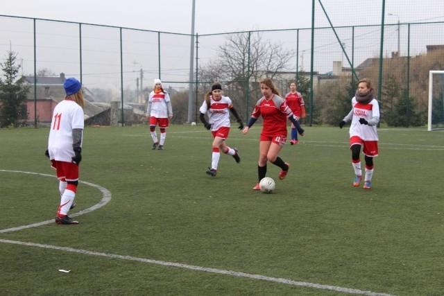 Na Orliku przy Miejskim Zespole Szkół w Radziejowie odbył się turniej piłki nożnej dziewcząt i chłopców zorganizowany przez UKS Przemystka.