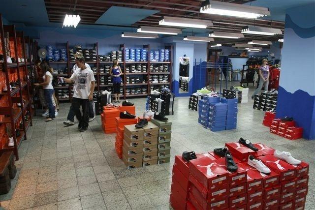 1beaba231 W nowym outlecie My Shop znajdziemy przede wszystkim bardzo duży wybór  sportowych butów takich marek jak