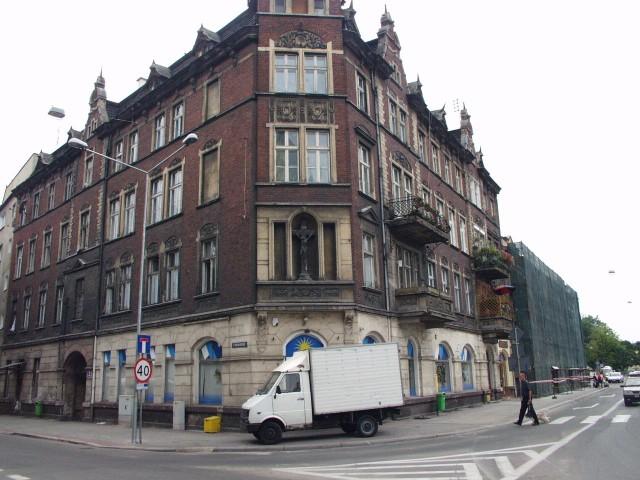 W sierpniu ten zaniedbany budynek zmieni wygląd.