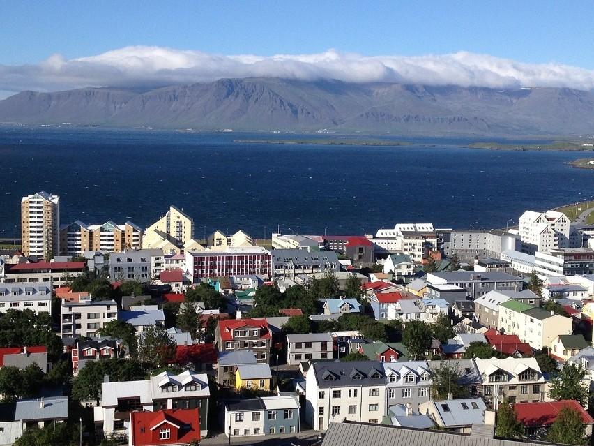 Również po 1% badanych wskazało Islandię, Czechy oraz...