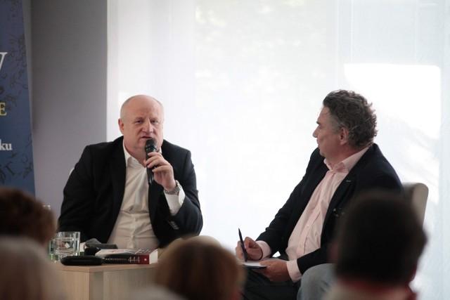 Maciej Siembieda spotkał się z czytelnikami w Opolu. Spotkanie prowadził Zbigniew Górniak