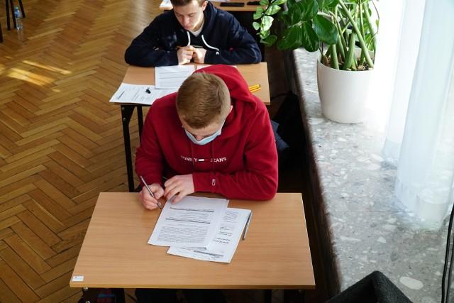 Drugiego dnia odbył się egzamin z matematyki na poziomie podstawowym. Publikujemy odpowiedzi i arkusze z egzaminu z matematyki na poziomie podstawowym.Sprawdź poprawne odpowiedzi----------->