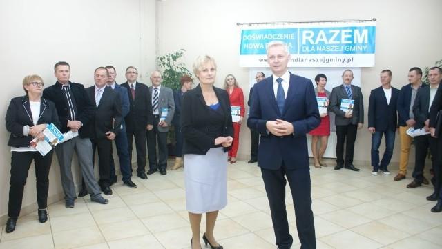 Przemysław Biesek-Talewski nie komentuje wypowiedzi burmistrz. Niedawno był jej konkurentem. Obok Elwira Bieszke-Binnebesel.
