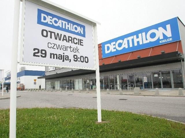 Wkrótce wielkie otwarcie Decathlonu w KielcachNa osiedlu Świętokrzyskim w Kielcach, obok Reala, w miejscu, gdzie do jesieni ubiegłego roku mieściło się Chińskie Centrum Handlowe, już 29 maja otwarty zostanie salon Decathlonu, znanej francuskiej sieci sklepów sportowych.