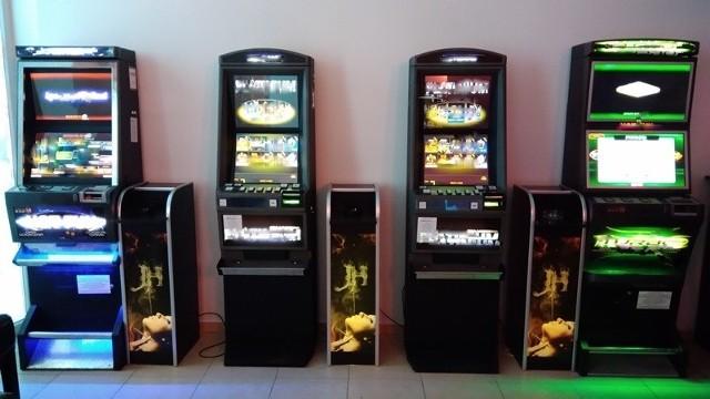 Służby skarbowo - celne zatrzymały w Rzeszowie siedem niegalnych maszyn do gier hazardowych.