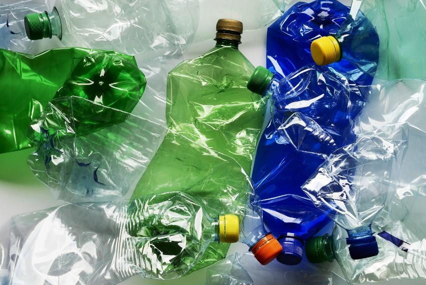 - Niejeden nie wyrzuciłby butelki po napoju ze względu na 10...