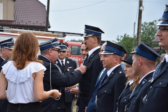 120-lecie OSP Kochanowice. Obfite poświęcenie wozu i odznaczenia dla zasłużonych strażaków