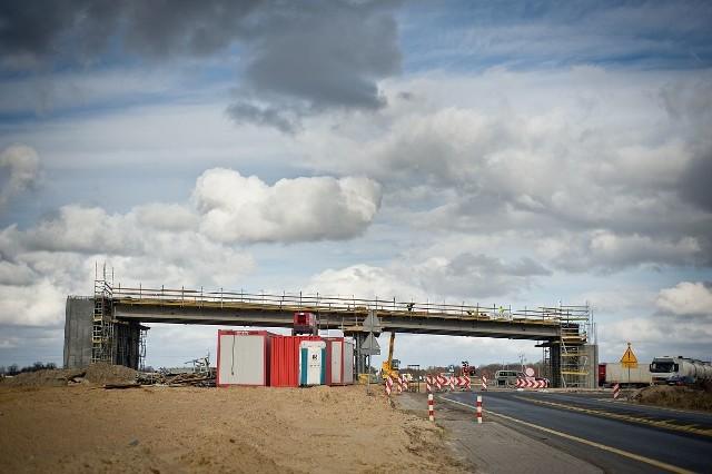 Jeszcze dwa miesiące temu wyglądało, jakby Pizzarotti chciał jednak budować drogę. Dziś na budowanych (niebudowanych) przez Pizzarottiego obiektach przy S5 trudno spotkać czowieka.