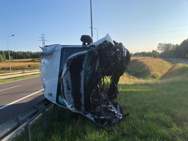Tyle zostało z furgonetki, której kierowca najprawdopodobniej przysnął za kółkiem