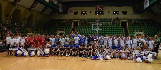 Trwa XIX Turniej Koszykówki Mężczyzn o Puchar Prezydenta Inowrocławia. Drużyna KSK Noteć Inowrocław pokonała Domino Inowrocław 81:65.