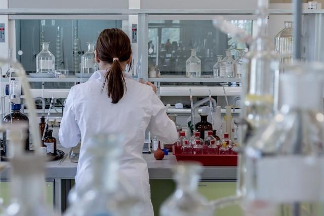 Matura chemia rozszerzenie 2021. Arkusz pytań i odpowiedzi w galerii. Kliknij w zdjęcie, by zobaczyć zadania. Niedługo pierwsze odpowiedzi.