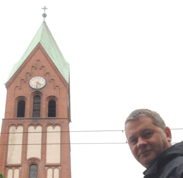 - Dzwonienie budzi ludzi po nocach. Jak kościół chce to robić, ma od tego niedzielę, bo to jest ich dzień - uważa Przemysław Korzeniowski z ul. Widok, z którym rozmawialiśmy wczoraj przy ul. Warszawskiej.