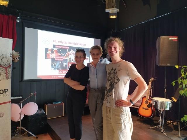 Przy Festiwalu Kalejdoskop pracuje aż 10 osób. Na zdjęciu od lewej: Anna Kalinowska, koordynator ds. promocji, Karolina Garbasik, dyrektorka festiwalu i Mateusz Dawidziuk, koordynator organizacyjny.