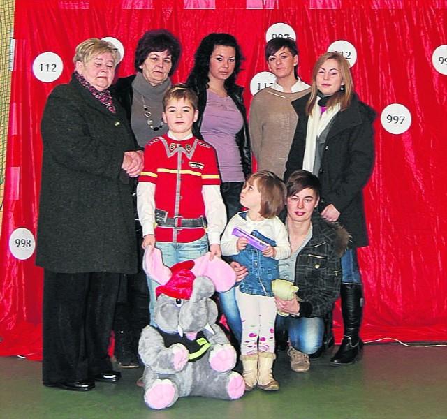 Igor z rodziną w czasie szkolnej uroczystości