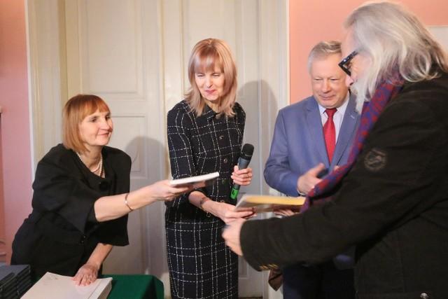 Beata Surmacz - na zdj. pierwsza z lewej