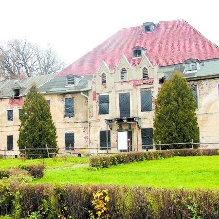 Zniszczony i zaniedbany pałac w Sztynorcie nie przypomina dzisiaj wspaniałej posiadłości, jaką był jeszcze przed II wojną światową. Mamy jednak nadzieję, że odzyska dawny blask.