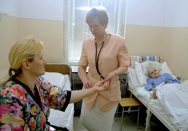 Szpital Miejski funkcjonuje, przyjmuje pacjentów i powinien być zarządzany jak każda inna tego tupu placówka. Tymczasem dyrektora szpitala jak nie było, tak nia ma.