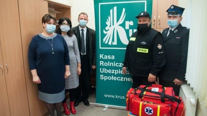 Torba ze sprzętem pierwszej pomocy dla strażaków z Ochotniczej Straży Pożarnej z Linowa w gminie Zawichost.