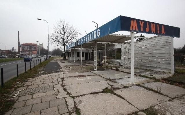 Myjnię zlikwidowano, bo jej właścicielowi już w 2005 roku skończyła się umowa na dzierżawę terenu.
