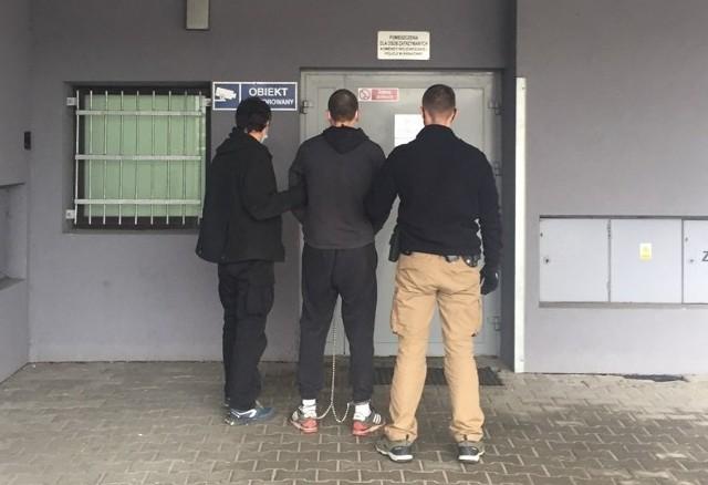 Zatrzymany 22-latek z powiatu krakowskiego w miejscu ukrywania się miał spore ilości narkotyków